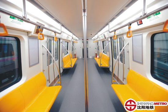 青岛四方公司)机车库中一睹了沈阳地铁二号线列车的